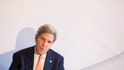 Kerry says Trump risking war by exiting nuclear deal