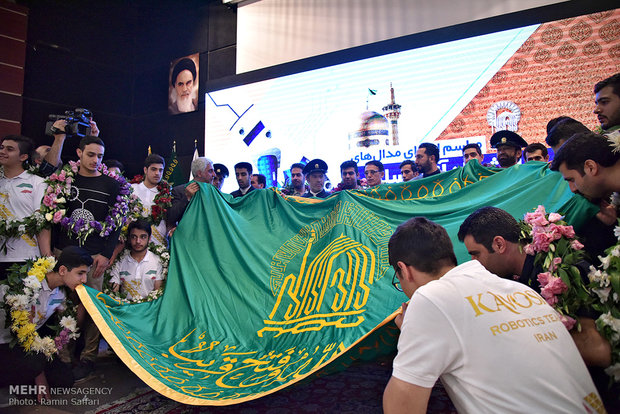 2018 Robocup winners give medals to Astan Quds Razavi