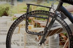 دوچرخهسوار برهم زننده نظم دیکته شده بر فضای اجتماعی است