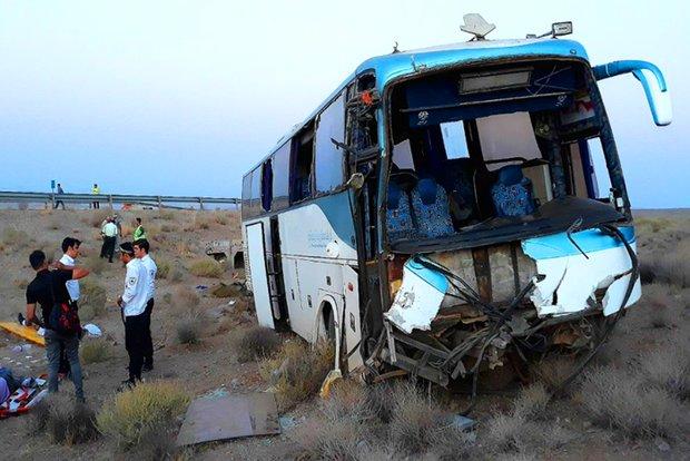 تصادف اتوبوس زائران اربعین در آزادراه پل زال ۲۱ مصدوم برجای گذاشت