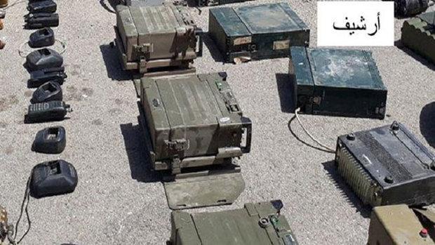 العثور على أجهزة اتصال أمريكية وفرنسية من مخلفات داعش بسوريا