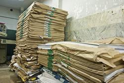 ابهام در تخصیص کاغذ دولتی/پول را امروز بده کاغذ را بعدا میدهیم