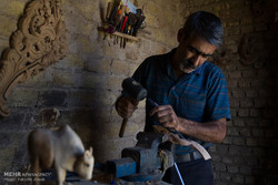 """قرية """"سمقاوُر"""" عاصمة فن الحفر على الخشب بإيران / صور"""