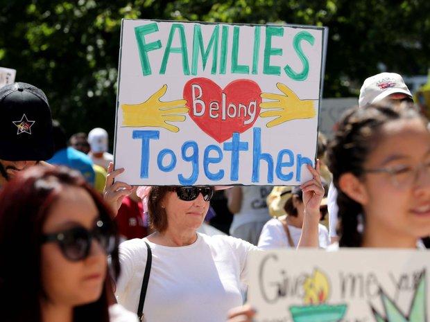 مظاهرات تجوب أمريكا احتجاجاً على سياسة ترامب
