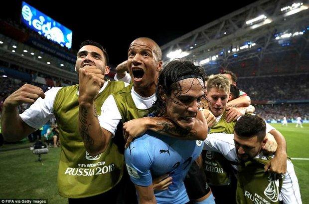 دیدار تیم های ملی فوتبال اروگوئه و پرتغال