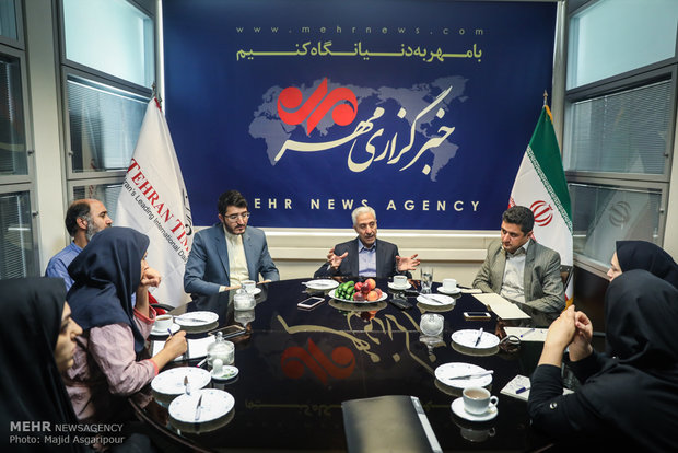 Science minster visits Mehr News Agency HQ