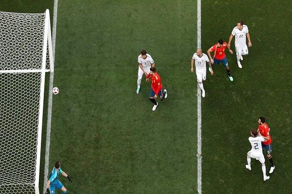 تساوی اسپانیا مقابل میزبان جام جهانی در نیمه نخست