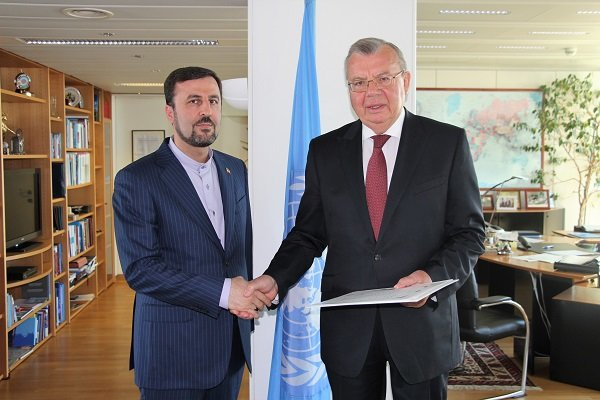 Iran's new envoy to UNOV hands credentials to Director General