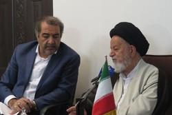 بهروز اسودی در دیدار با نماینده ولی فقیه در استان سمنان - کراپشده
