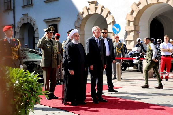 VIDEO: Rouhani's official reception in Austria
