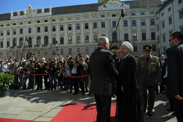 President Rouhani meets with Austrian top officials in Vienna