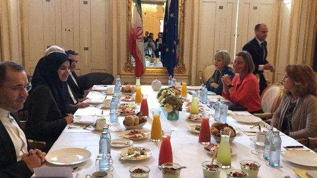 اجتماع ظريف وموغيريني قبيل عقد الاجتماع الوزاري المرتقب