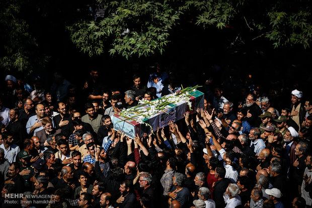 همزمان با بزرگداشت روز عفاف و حجاب؛ 13 شهید دفاع مقدس در اصفهان تشییع شدند
