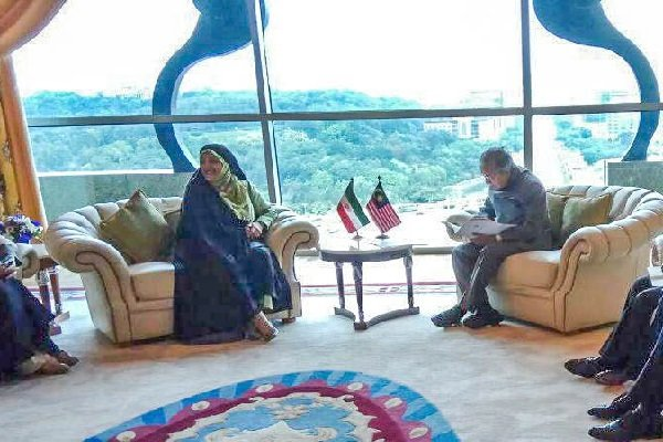 Iran VP for women affairs hands Pres. Rouhani's letter to Malaysian PM