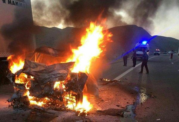 برخورد تریلی با چهار خودرو/ ۵ نفر کشته و زخمی شدند