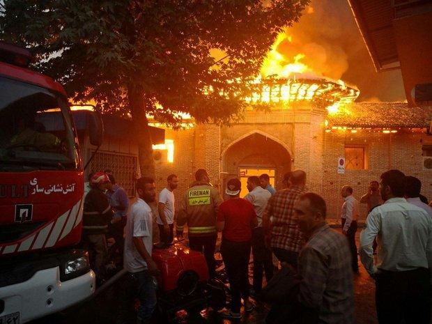 اطفای حریق شبستان های مسجد جامع ساری ادامه دارد
