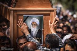 تشییع پیکر آیت الله حدائق در شیراز