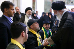 Leader receives war veterans of Hezbollah