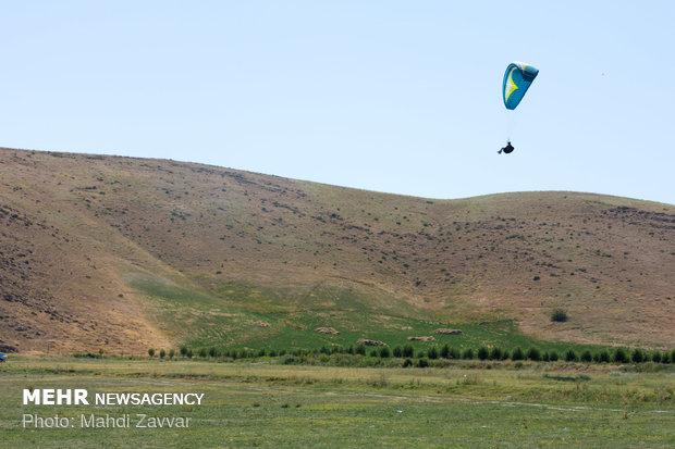 المنافسات الدولية للطيران المظلي في مدينة سلوانه شمال غربي ايران