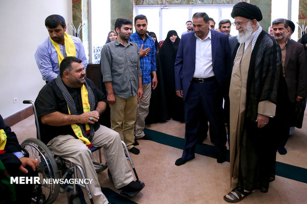 Leader receives injured war veterans of Hezbollah