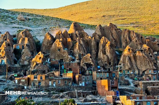 سفری مجازی به روستای۷۰۰۰ساله/گردشگری مجازی درخانههای هرمی کندوان