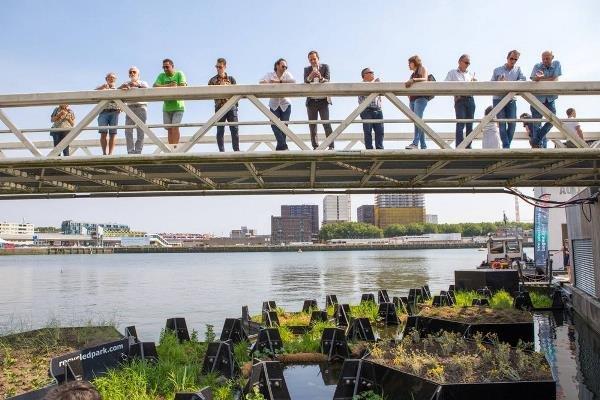 تصاویر پارک شناوری که با زباله های بازیافتی ساخته شد