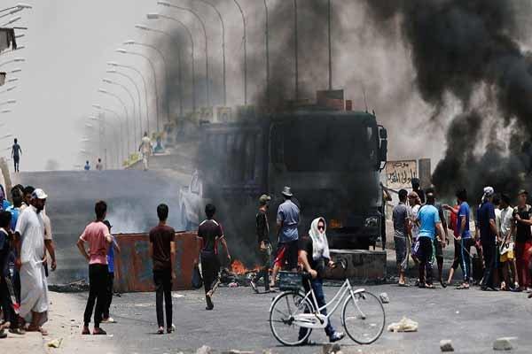 اعتقال 65 شخصا في محافظة المثنى العراقية ممن اتهموا بحرق الدوائر الحكومية والمقار الحزبية