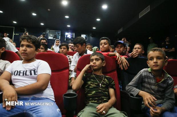 """أطفال العمل يشاهدون نهائي مونديال 2018 مع النجم الايراني لكرة القدم """"بيرانوند"""""""