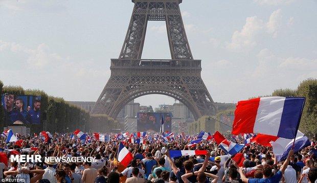 شادی فرانسوی ها پس از قهرمانی در جام جهانی