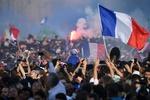 Fransızlardan şampiyon futbolculara muhteşem karşılama