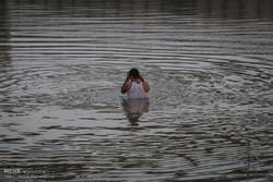 یک دستگاه پراید به درون رودخانه کارون سقوط کرد