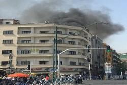 دود غلیظ جنوب تهران به دلیل آتش سوزی در انبار لاستیک است