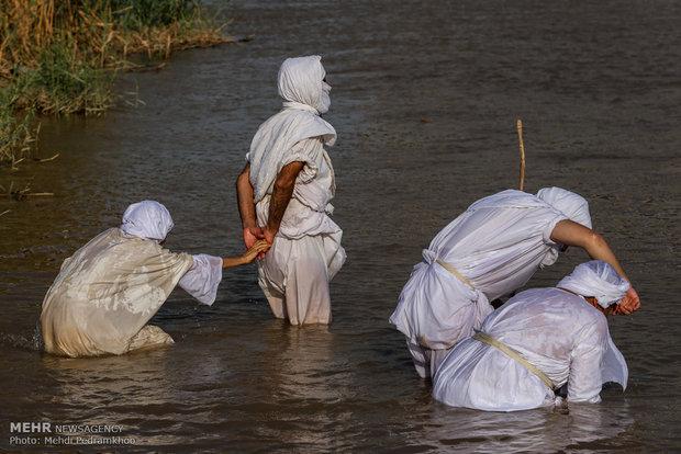 مراسم تعميد الصابئة المندائية على نهر كارون