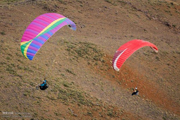 İran'da yamaç paraşütü yarışması