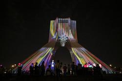 """""""متاهة الوقت"""" استعراض للضوء للفنان فرنسي في العاصمة طهران/صور"""