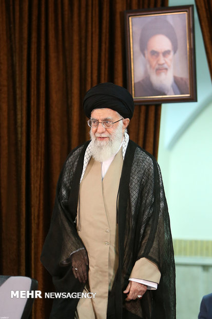 Leader receives Iranian ambs., heads of missions abroad