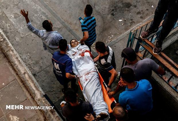 """غزة تشيع شهداء العدوان """"الإسرائيلي"""" بينهم ام وجنينها وطفلتها"""