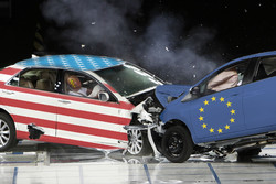 تجارت اروپا با آمریکا افزایش یافت/تجارت اروپا و چین کم شد