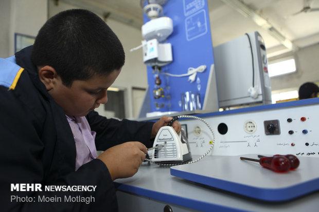 طرح مدرسه مهارت در استان بوشهر اجرا میشود
