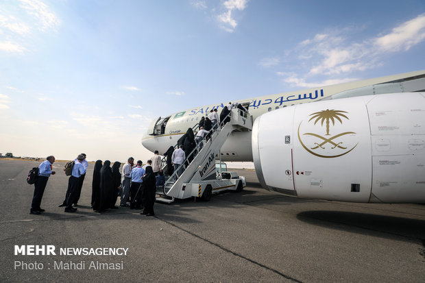توجه الزوار الإيرانيون إلى السعودية  لاداء توجه الزوار الإيرانيين إلى السعودية  لاداء منسك الحج/صور