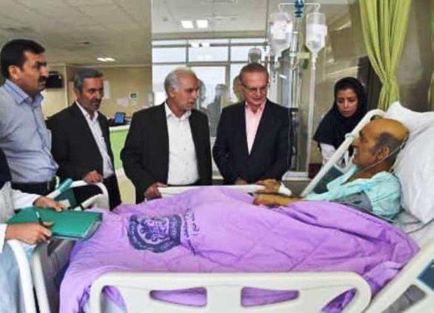 عیادت رئیس دانشگاه علوم پزشکی شیراز از «سید ضیاء الدین دری»