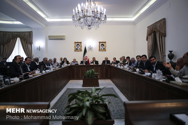 إجتماع قيادة الاقتصاد المقاوم بحضور جهانغيري