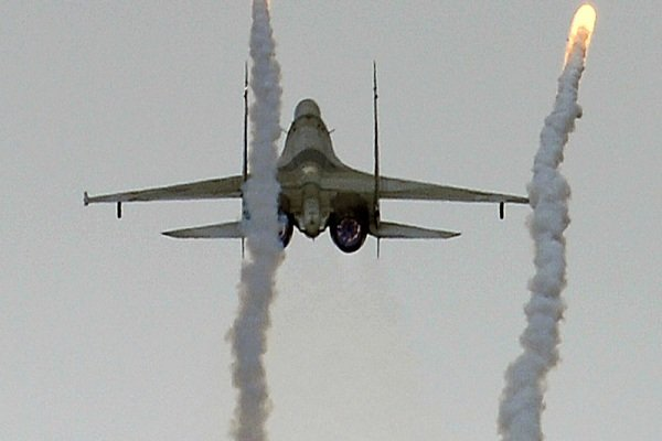 شام کے جنگي طیاروں کی دہشت گردوں کے ٹھکانوں پر بمباری