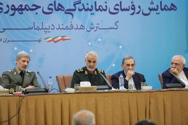 ولايتي واللواء سليماني ووزير الدفاع يلقون كلمة في ملتقى السفراء الايرانيين في الخارج