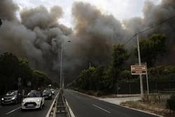 اليونان تحترق والحكومة تعلن حالة الطوارئ وتستغيث بالدول الاوروبية