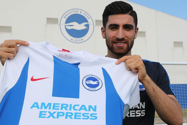 Brighton, İranlı futbolcunun doğum gününü kutladı