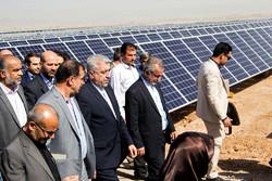 افتتاح نیروگاه 10 مگاواتی انرژی خورشیدی با حضور رضا اردکانیان زیر نیرو در یزد
