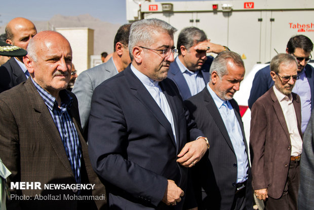 Energy minister opens 10 MW solar farm in Yazd