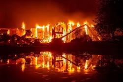 تداوم آتشسوزی در کالیفرنیا/۲۰ نفر مفقود و ۴۰ هزار نفر تخلیه شدند