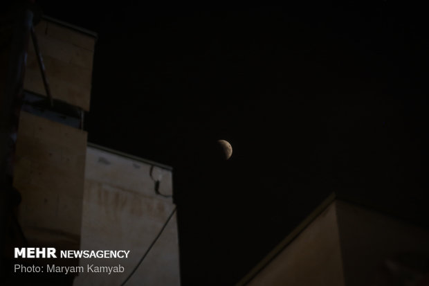 ظاهرة خسوف القمر الاطول في القرن من سماء إيران